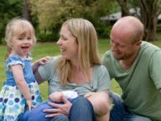 women-breastfeeding-in-public-with-family